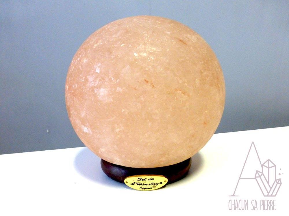 lampe de sel boule a chacun sa pierre. Black Bedroom Furniture Sets. Home Design Ideas
